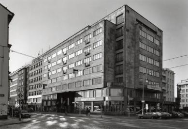 Administrativní budova pojišťovny Merkur v Praze - foto: Ester Havlová