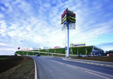 Obchodní centrum Šestka - Příjezdová komunikace - foto: © Marek Novotný