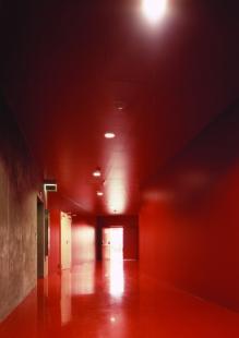 Obchodní centrum Šestka - Červená chodba - foto: © Marek Novotný