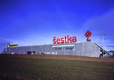Obchodní centrum Šestka - Jižní fasáda - foto: © Marek Novotný