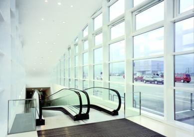 Obchodní centrum Šestka - Střešní vstup - interiér - foto: © Marek Novotný