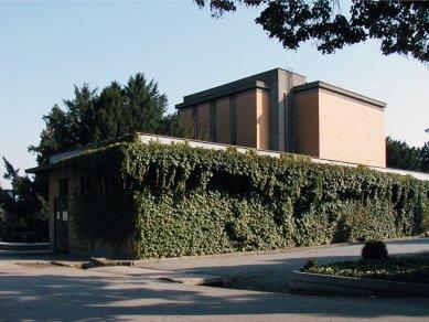 Obřadní síň Ústředního hřbitova v Brně - foto: © archiweb.cz, 2005