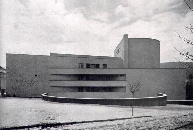 Divadlo v Ústí nad Orlicí - Pohled z boku - foto: archiv redakce