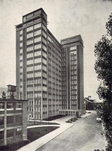 Správní budova Baťových závodů  - Pohled ke vstupu pro zaměstnance - foto: Bruner-Dvořák, Praha / archiv redakce