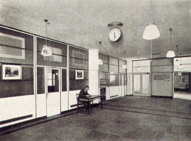 Správní budova Baťových závodů  - Hala osobního oddělení v přízemí - foto: Bruner-Dvořák, Praha / archiv redakce