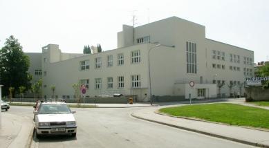 Obecná a měšťanská Škola v Brně na Křídlovické ul. - foto: © archiweb.cz, 2005