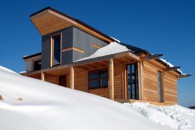 """Dřevěný dům """"na louce"""" - foto: Vavřinec Menšl"""