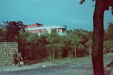 Tesařova vila - Dobová fotografie - foto: Foto z rodinného archívu publikováno s laskavým svolením pana Jiřího Tesaře, potomka původních majitelů.