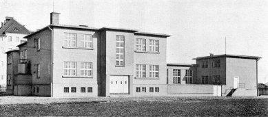 Dílny Státní průmyslové školy dřevařské - foto: Stavba V. (1926-27)