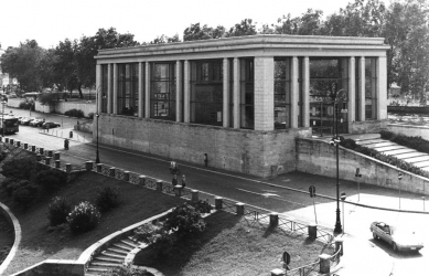 Museo dell'Ara Pacis - Přístřešek architekta Vittorio Morpurgo z roku 1938 (2001 zbořen). - foto: archiv redakce