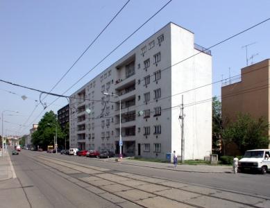 Městské obytné domy s malými byty - Současný stav - foto: © archiweb.cz, 2003