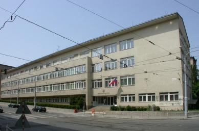 Městská odborná škola pro ženská povolání Charlotty G. Masarykové - Současný stav - foto: © archiweb.cz, 2003