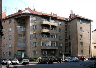 Nájemný dům s malými byty - Současný stav - foto: © archiweb.cz, 2003