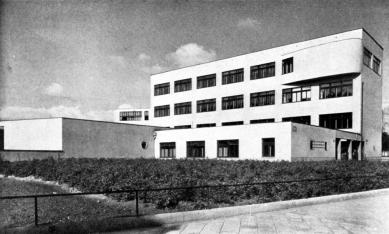 Obecná a měšťanská škola - foto: archiv redakce