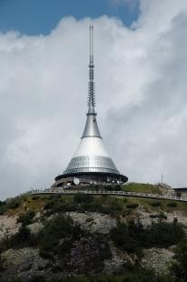 Televizní vysílač a horský hotel Ještěd - foto: Karel Čveráček