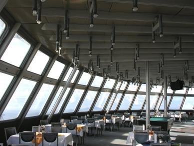 Televizní vysílač a horský hotel Ještěd - foto: Lukáš Beran