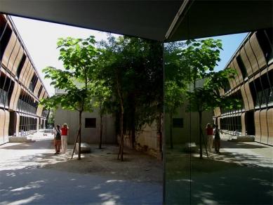Obytný dům Rue des Suisses - foto: Adam Gebrian, 2005