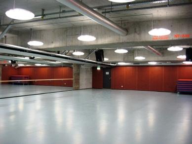 """Užitné prostory pod mostem """"Dreirosen"""" - Cvičební sál - foto: © Jura Oplatek Architekt VUT/ SIA"""