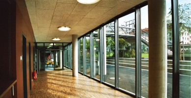 "Užitné prostory pod mostem ""Dreirosen"" - Foyer - foto: © Jura Oplatek Architekt VUT/ SIA"