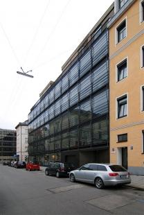 Apartment and commercial building Herrnstrasse - foto: Petr Šmídek, 2007