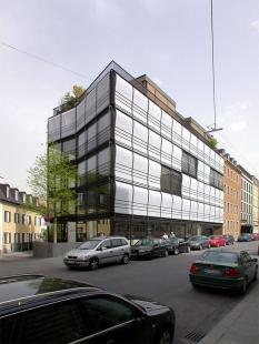 Apartment and commercial building Herrnstrasse - foto: Petr Šmídek, 2003