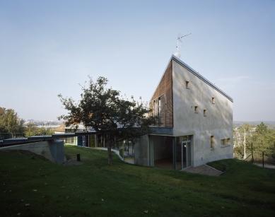 Dům s ateliérem v Praze-Liboci - foto: Filip Šlapal