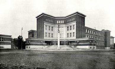 Gymnázium J. K. Tyla - foto: archiv redakce