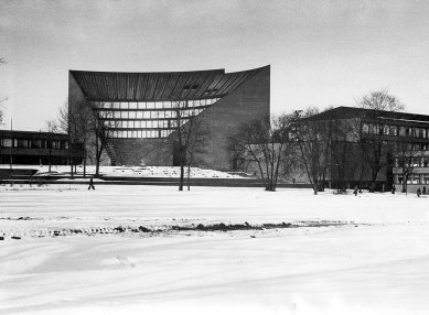 TKK hlavní budova - Historický snímek z roku 1964. - foto: archiv redakce