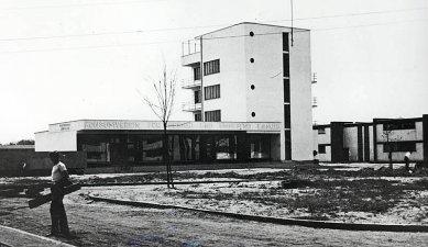 Budova konzumu - Historická fotografie - foto: archiv redakce
