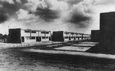 Sídliště Törten - Dvě řady rodinných domů. Západní pohled z roku 1927. - foto: archiv redakce