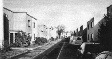 Sídliště Törten - Jižní pohled na ulici Kleinring (malý okruh) z roku 1977. - foto: archiv redakce