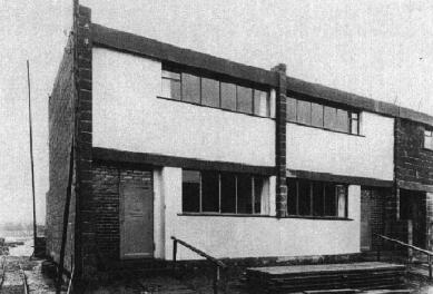 Sídliště Törten - Vzorový dům dvojdomku 9-11 typu sietö z roku 1926. Boční fasády a dělící stěna zůstaly neomítnuté. - foto: archiv redakce
