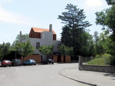 Villa Restoration and Reconstruction, Roztoky  - První varianta přestavby domu - foto: © hnilička — císler — architekti
