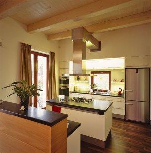 Villa Restoration and Reconstruction, Roztoky  - Obytná kuchyně - foto: © Vasil Stanko, 2007