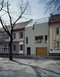 Rodinný dům na náměstí v Nýřanech - foto: Filip Šlapal