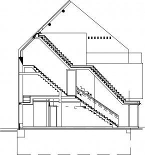 Rodinný dům na náměstí v Nýřanech - Řez - foto: Atelier..