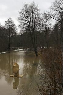 Lávka v zámeckém parku - foto: © Petr Pazour