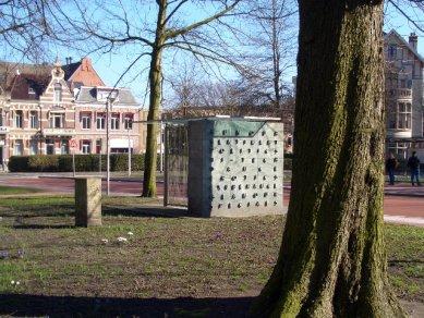 Videopaviljoen Busstop - foto: © Gerrit Velthuis, 2005