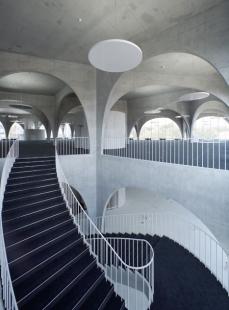 Knihovna Tama Art University - foto: © Toyo Ito & Associates, Architects