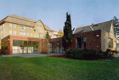 Landhaus Lemke - Fotografie z období, kdy dům obývala Stasi.