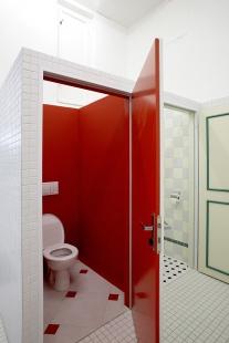 Rekonstrukce kina Světozor - Pánská toaleta v duchu filmu Shining. - foto: © Andrea Lhotáková