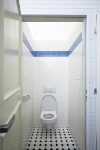 Rekonstrukce kina Světozor - Dámská toaleta v duchu filmu Špatná výchova. - foto: © Andrea Lhotáková