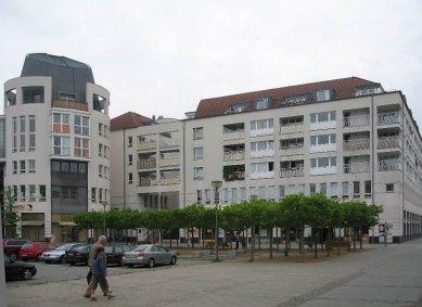 Čtvrť Kirchsteigfeld - Náměstí, dům od Skidmore, Owings, Merill - foto: Martin Horáček
