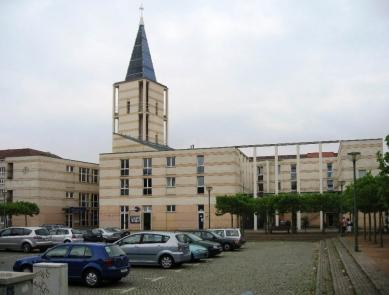 Čtvrť Kirchsteigfeld - Náměstí s kostelem - foto: Martin Horáček