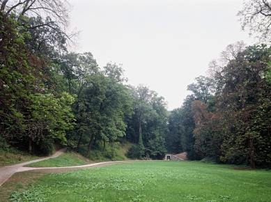 Průchod valem Prašného mostu - foto: Jan Malý