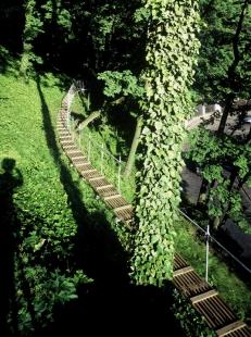 Průchod valem Prašného mostu - Cesta z Opyše do Dolního Jeleního příkopu, 1997-98 - foto: Jan Malý