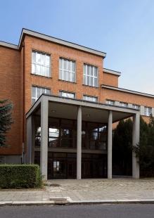 Obecné a měšťanské školy na Tylově nábřeží - foto: Ester Havlová