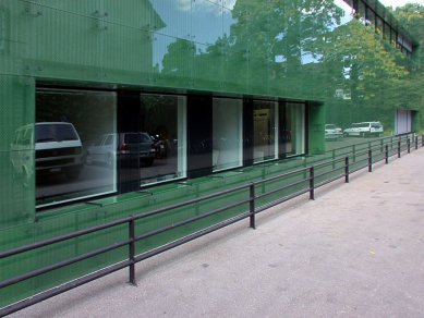 Institute for Hospital Pharmaceuticals - foto: Petr Šmídek, 2002