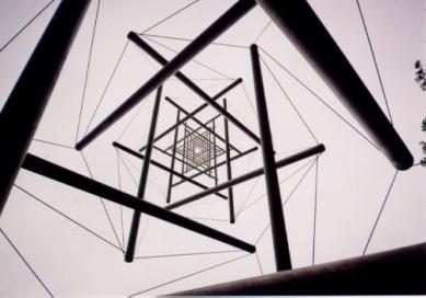 Muzejní areál Kröller-Müller - Kenneth Snelson - foto: Jan Kratochvíl, 1998