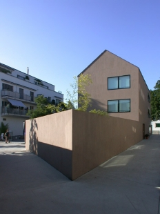 Dva bytové domy Singeisenhof - foto: Petr Šmídek, 2003
